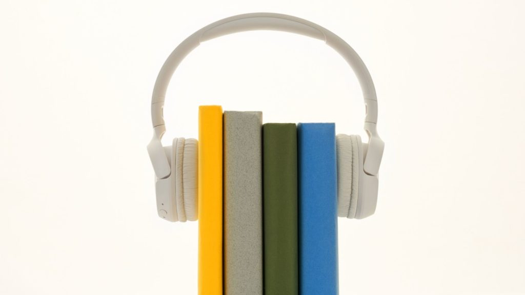 books with headphone, metaphor for audio books