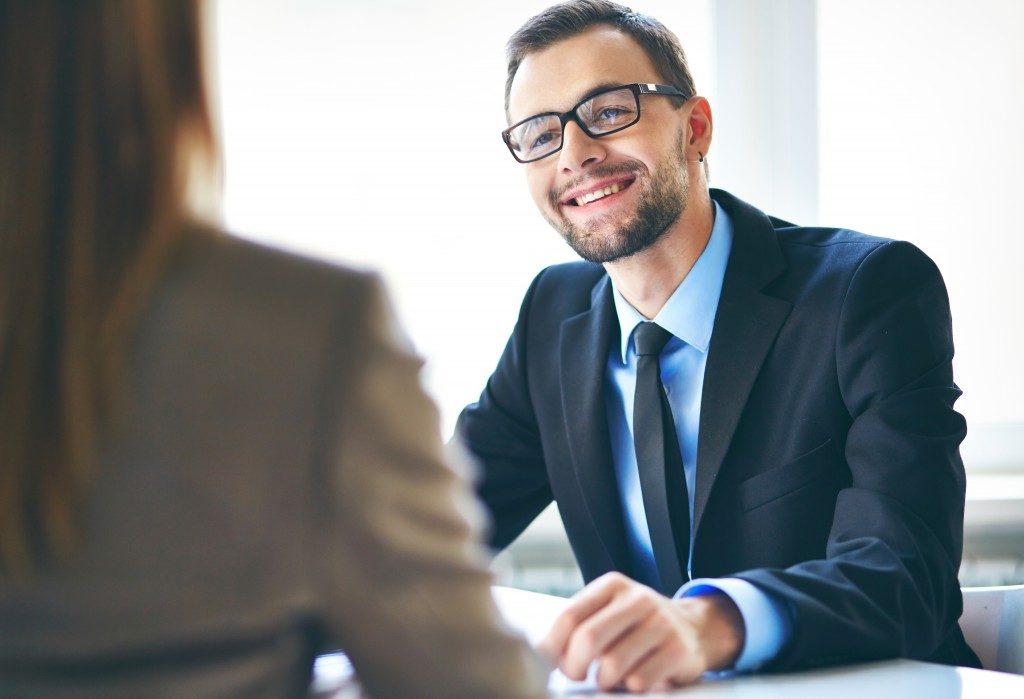 HR having a good talk with an applicant