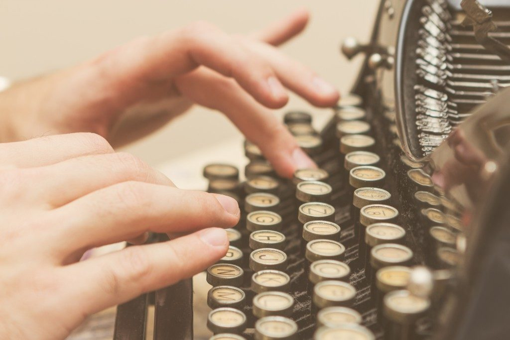 hands on an old typewriter