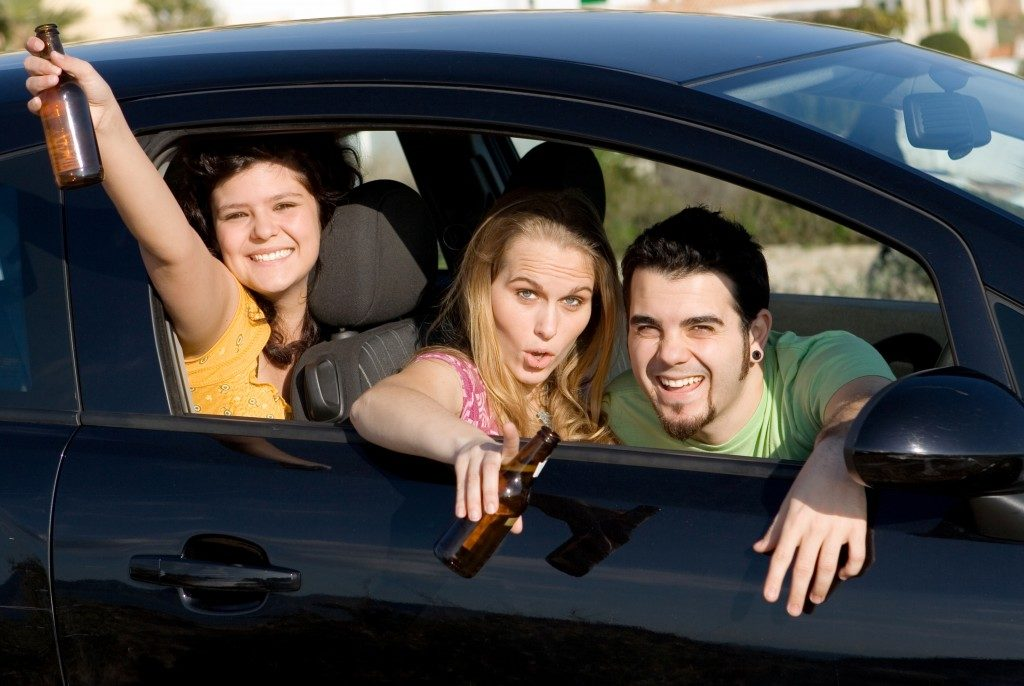Teens drinking in the car